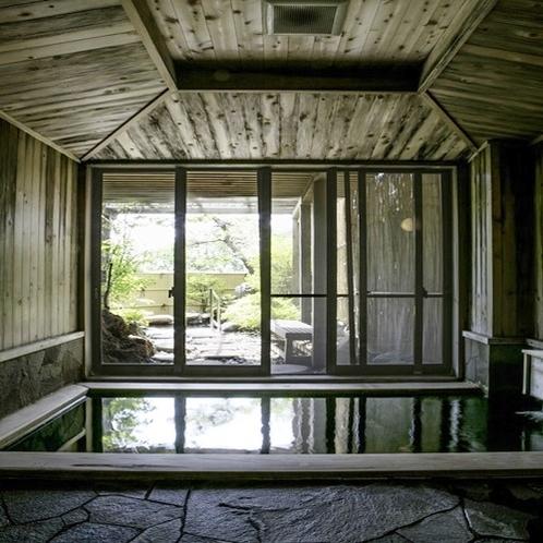 開放感溢れる露天風呂と内湯