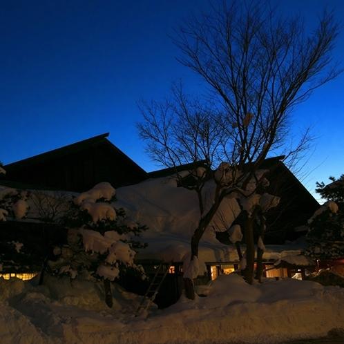 寒い夜は温泉でお温まりください