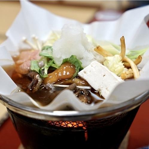味や食感で楽しめる特製キノコ鍋をご堪能ください