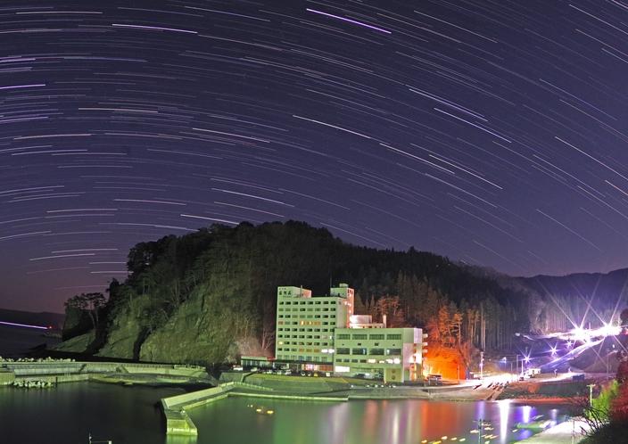 星降りのホテル羅賀荘