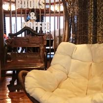 *【Books&Coffee】寛ぎの空間…お客様同士の交流にもおすすめ。