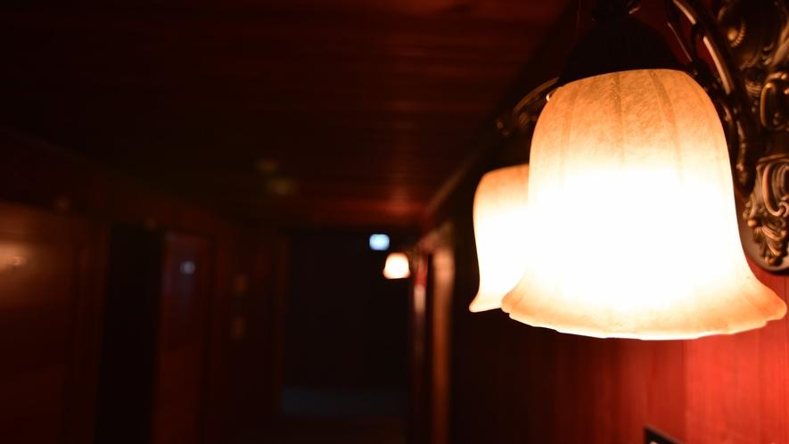 *【館内】 館内のランプなどの設備一つ一つにもオーナーのこだわりが見られます