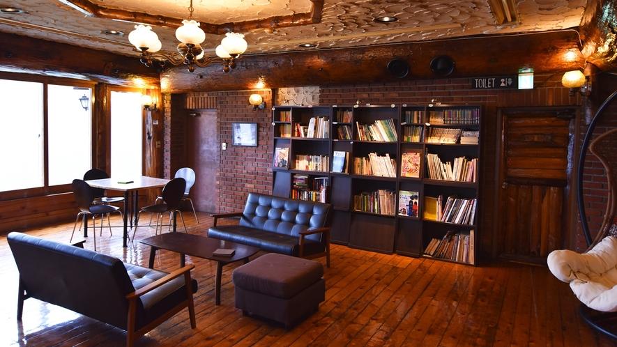 *【館内】静かな時間が流れる空間、お好きな本を片手にどうぞ。