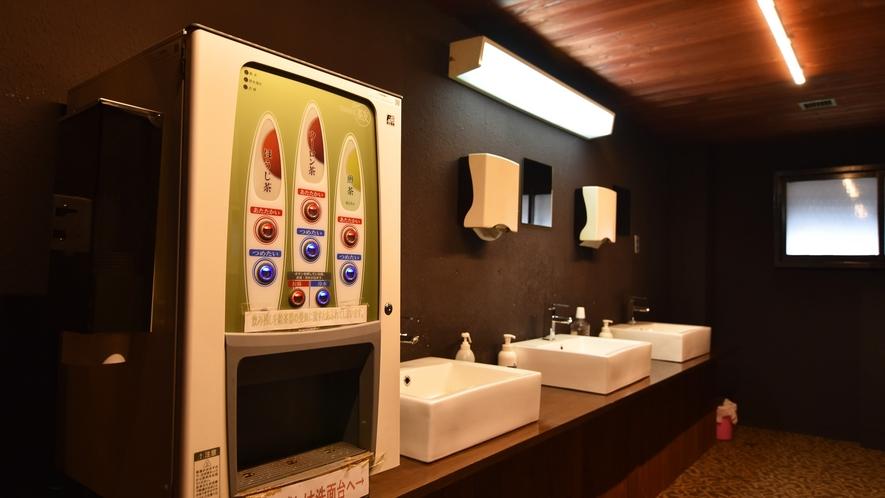 *【館内】 宿泊者用に廊下にはセルフでのお茶を御用意しております