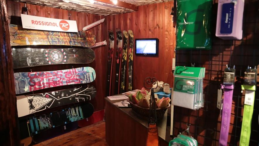 *【ショップ】スキー・スノボに必要なグッズも取り揃えております。