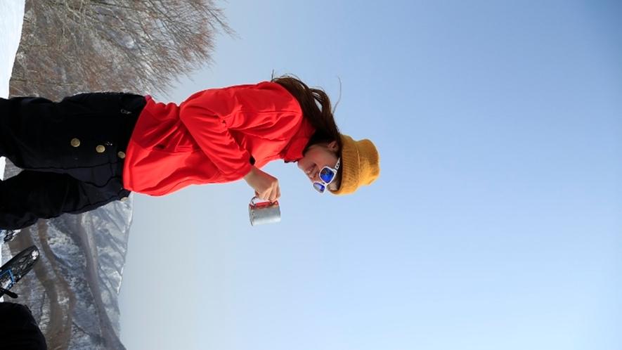 *<スノートレッキング>蔵王連峰の大パノラマを望みながらティータイム(イメージ)