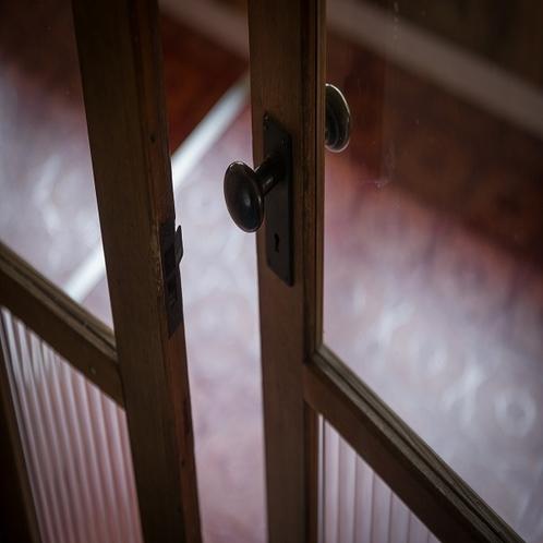 館内通路 ドア