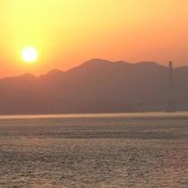 【多々羅大橋】海に沈む夕日を眺めてロマンチックなひと時を…