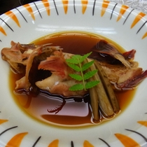 【夕食一例:魚の煮つけ】旬の瀬戸内の海の幸をご堪能下さい。