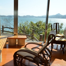 【貸切風呂の館内】海を眺めながらのんびりお過ごしください☆