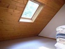 93. 2階は4部屋の寝室(5畳×2間、7畳×2間) 【〜10名様:しゃくなげ14号館】