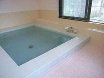 74. ゆっくり足を伸ばせる循環式24時間風呂は、いつでも入浴可能。 【〜8名様:しゃくなげ7号館】