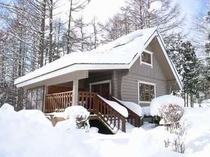 8. 雪化粧した【スウィート】 暖かい室内から眺める雪景色がいい雰囲気