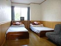 108. ツインベッドのお部屋が4部屋、和室が3部屋の余裕の間取り 【〜15名様:しゃくなげ18号館】