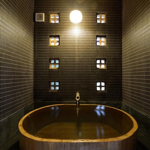 *【ゆすらうめ】昔を思わせるような丸い檜風呂の内湯