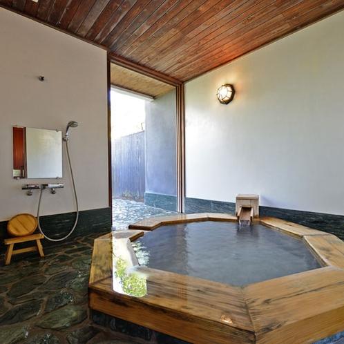 *【かりん】珍しい八角形の内風呂も人気のお部屋です。