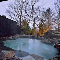 *【大浴場・女性露天風呂】田園を見渡しながら、鳥のさえずりを聞きながら疲れをお取りください。