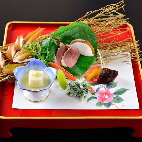 *【夕食・前菜】新鮮な旬の山菜や鴨などが並びます。※写真はイメージ