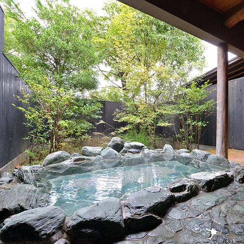 *【ゆすらうめ】開放感いっぱいの石造りの露天風呂