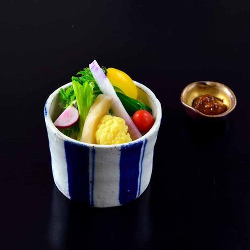 *【夕食・中皿】新鮮な無農薬野菜を使用した野菜スティック。
