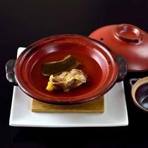 *【夕食・鍋物】すっぽん鍋。栄養価が高くあっさりとしており、疲労回復にも効果があります。