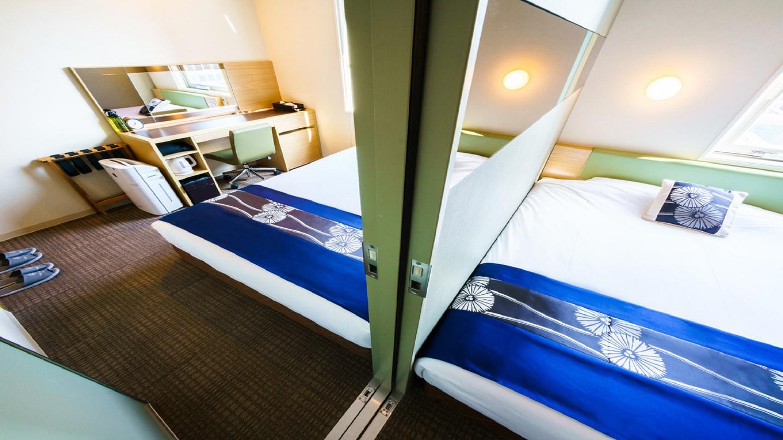 スタンダードダブルルームが2室、お部屋の中で繋がっている楽しいお部屋です。