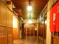 温泉前の廊下