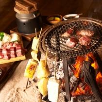 夕食は全て囲炉裏の炭で召し上がって頂きます