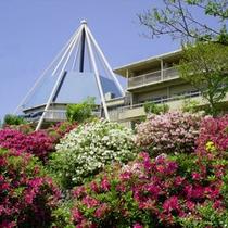 *ようこそ!日岡山公園内の緑に囲まれた施設です