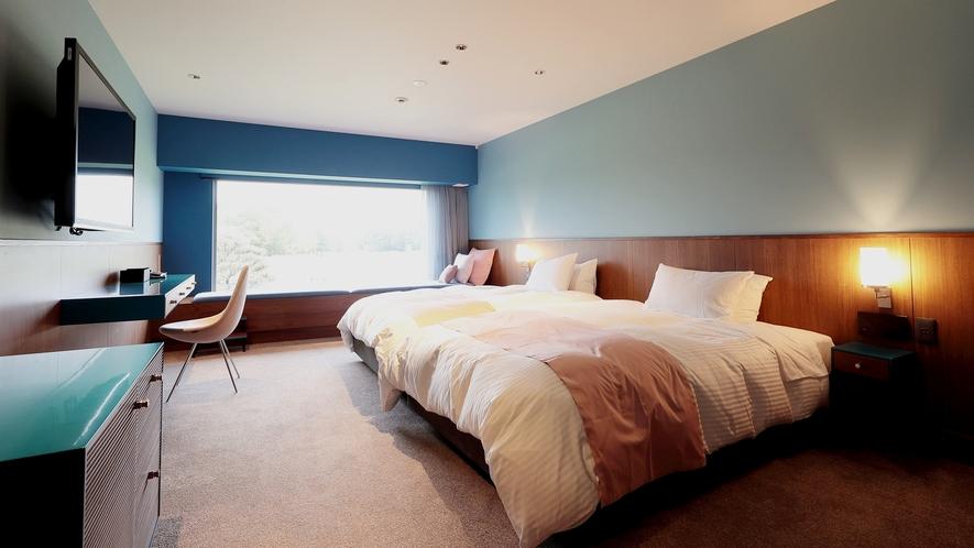 *ブルースイート/深い青色を基調としたスイート。落ち着いた雰囲気のなか、深い眠りをご満喫ください。