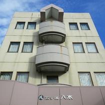 *【外観】JR鷹ノ巣駅0分!秋田でのビジネスや観光拠点にどうぞ。