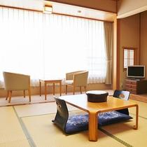 *【和室一例】のんびりお寛ぎいただけます。お布団はセルフサービスです。