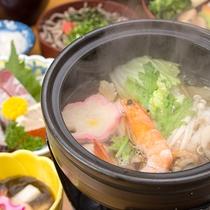 *【夕食一例】体がほっと温まるお鍋もご用意しております。