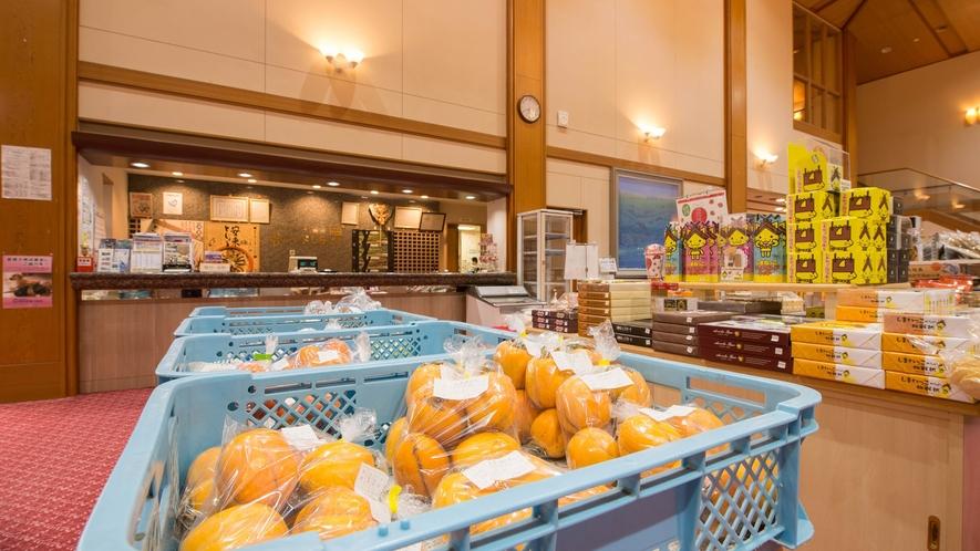 *【ロビー】新鮮な地元の野菜や果物等も販売しております。