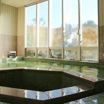 *【夢ランド大浴場】大きな窓で開放感がある内湯です。