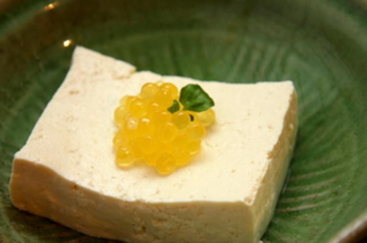 田舎豆腐イワナの卵のせ