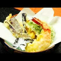 アツアツの自家製野菜とエビの天ぷら召し上がれ♪