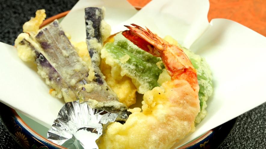 ★アツアツの自家製野菜とエビの天ぷら召し上がれ