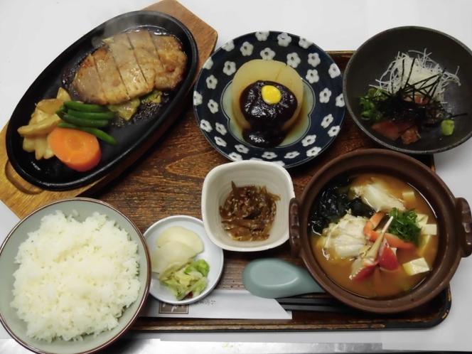 日替わり夕定食 ポークステーキ・カニ鍋