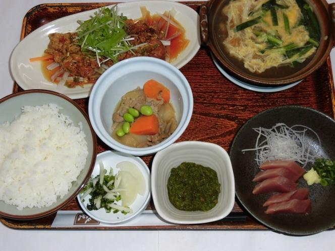 日替わり夕定食 油淋鶏・ニラ玉鍋