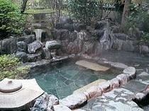 露天風呂でのんびり湯三昧