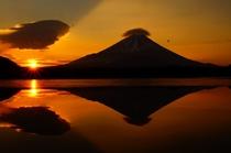 精進湖からの富士山の日の出