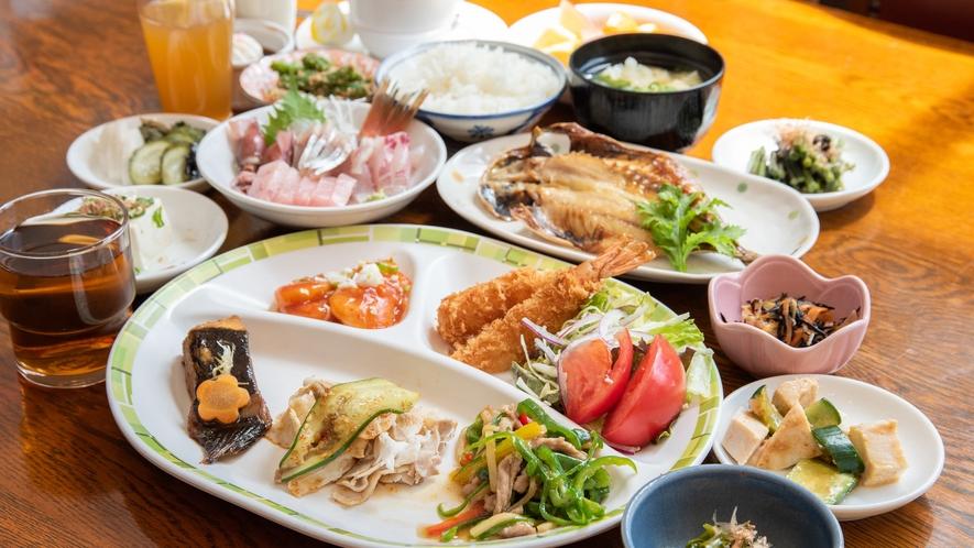 *夕食バイキング一例/豊富なメニューが並び選ぶのが楽しい!