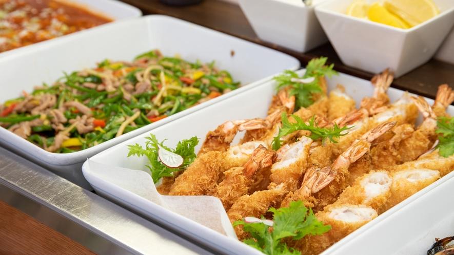 *夕食バイキング一例/和食・中華を中心に豊富なメニューが並び選ぶのが楽しい!