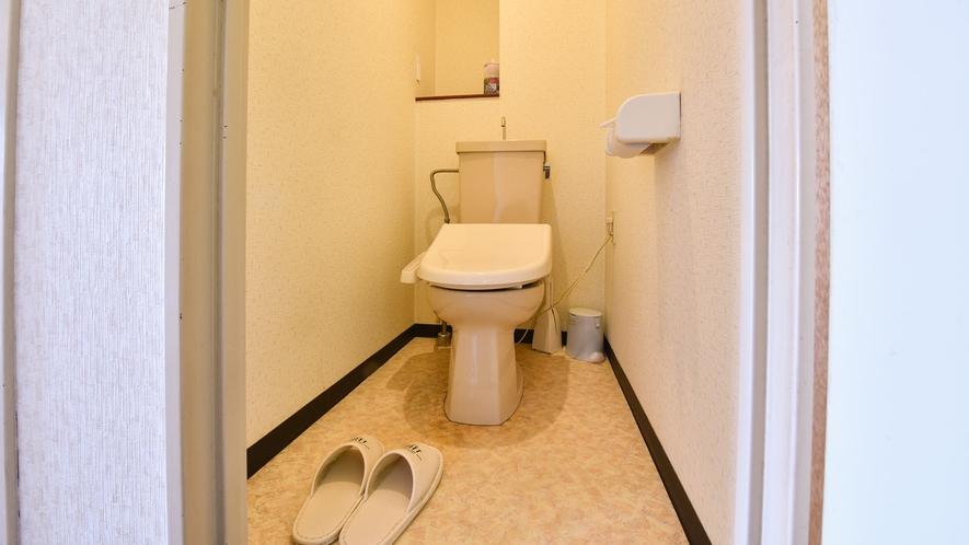 *客室一例/トイレ付きのお部屋には洗浄機能付きトイレを設置。