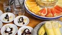 *夕食バイキング一例/フルーツ中心にデザートもご用意しております。
