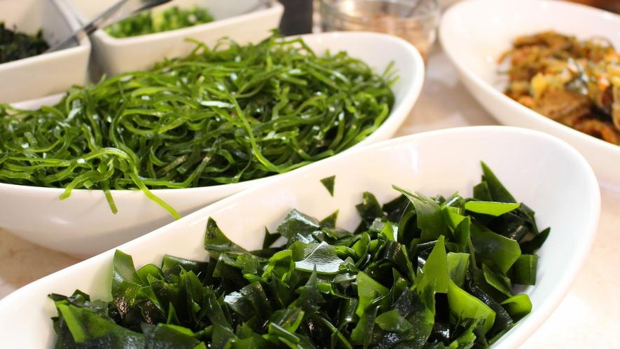 *夕食バイキング一例/海藻類もしっかりと摂ることができます。※メニューは順次異なります。