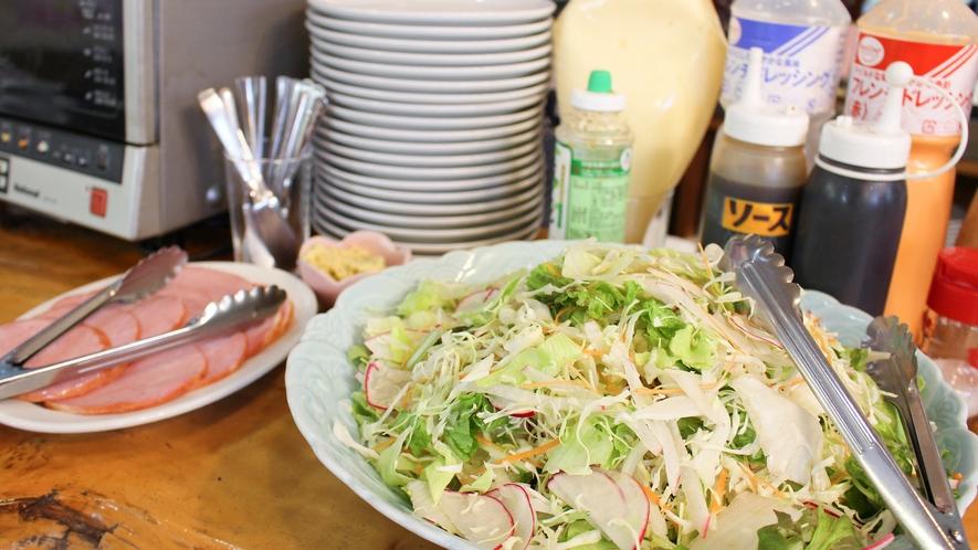 *朝食バイキング一例/野菜もしっかりとってバランスを整えましょう。