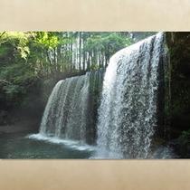 CMのロケ地としても有名な「鍋ヶ滝」