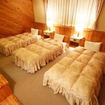 メゾネット・トリプルルームの寝室